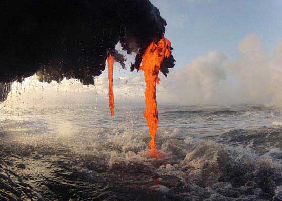 رقص دریا و گدازه (عکس)