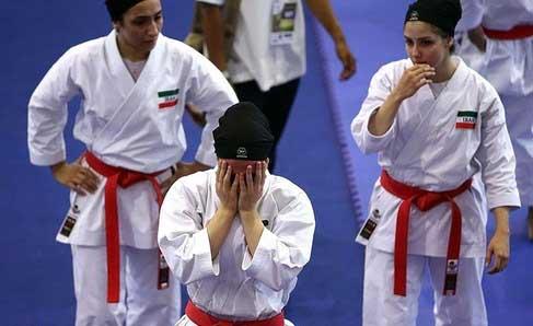 بهم زدن برد دختران ایران بخاطر حجاب (عکس)