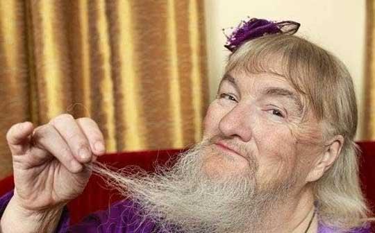 زنی که با ریش خود مشهور شد (عکس)