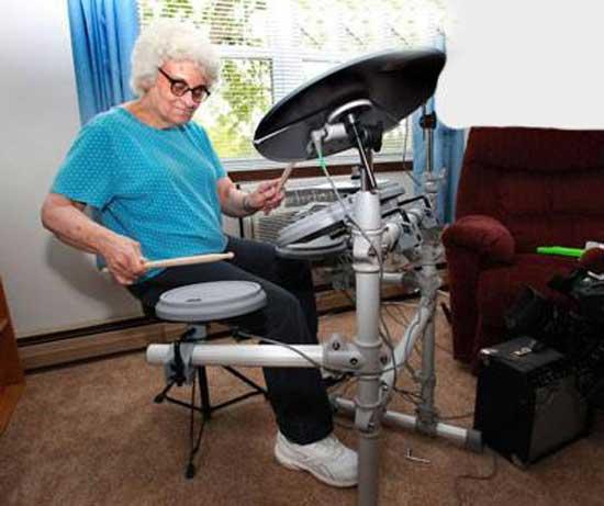 عکس های جنجالی از مادر بزرگ دی جی