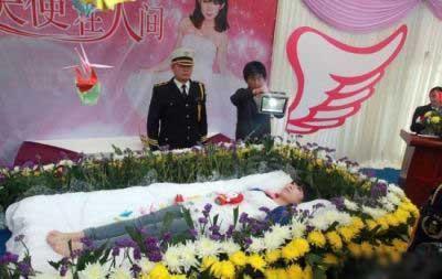 مراسم ختم دختری که نمرده بود (عکس)
