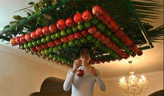 لوستری از با چیدمان میوه (عکس)