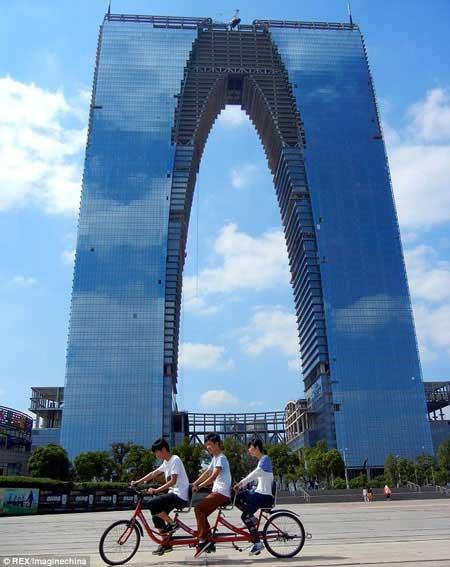 برجی که طراحش عاشق زیر شلواری بوده (عکس)
