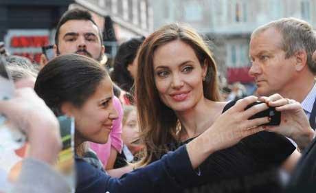 آنجلینا جولی فرشته نجات تمام  زنان دنیا شد (عکس)