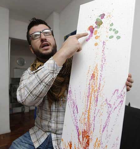 نقاشی با سوراخ چشم (عکس)