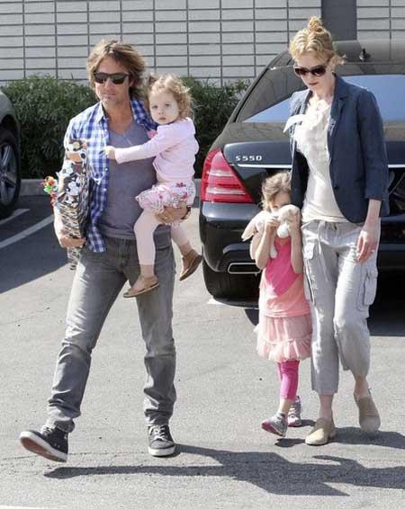 نیکول کیدمن به همراه همسر و فرزندانش  (عکس)