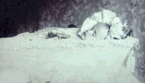 مخاطب این عکس ها افراد مرده هستند (عکس)