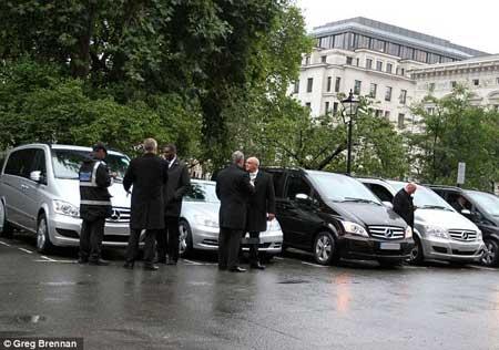 جریمه عجیب هیلاری کلینتون در لندن (عکس)