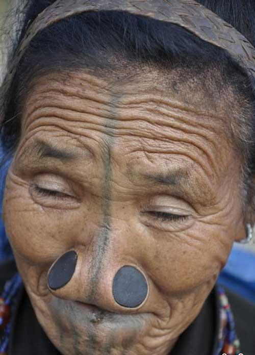 زنانی عجیب با بینی های دکمه ای (عکس)