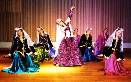 رقص زنان باز به بهانه جشنواره (عکس)