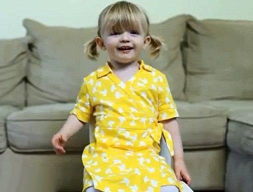غافلگیر کردن مادر توسط دخترش در یوتیوب