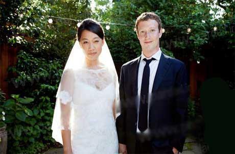 انتقاد جالب خواهر مدیر سایت فیس بوک (عکس)