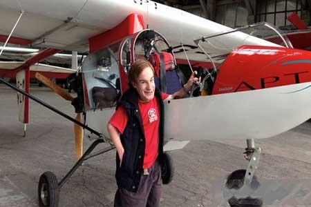 عکس جنجالی کوتاه ترین خلبان جهان