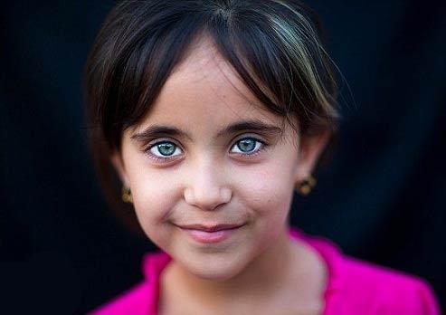 چشمان زیبا اما آواره (عکس)