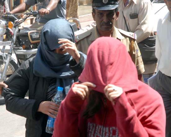 دستگیری دو دختر ایرانی بخاطر مست بودن (عکس)