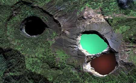 دریاچه ای در اسارت ارواح شیطانی (عکس)
