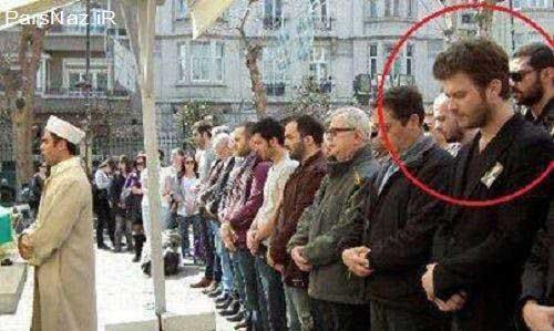 حضور جنجالی  بازیگر مشهور ترکیه در نماز جماعت (عکس)