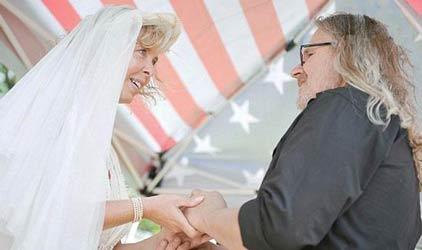 عروس و داماد در حضور ارواح خبیس (عکس)