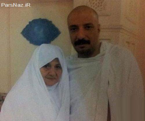 عکس دیدنی بازیگر مشهور با مادرش در حج