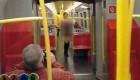 برهنه شدن زن در مترو خبرساز شد (عکس)