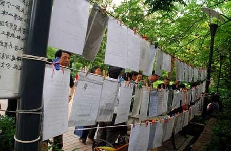 شوهریابی جنجالی در نمایشگاه (عکس)