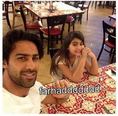 عکس فرهاد مجیدی و دخترش در یک رستوران خارجی!