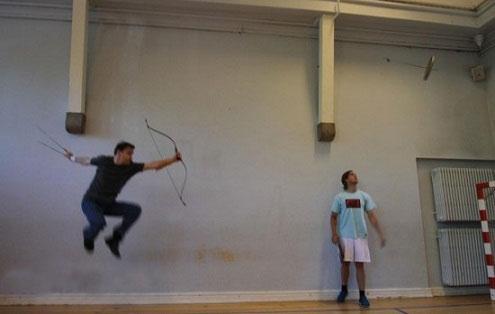 حرکت جالب ماهرترین کمانگیر در جهان (عکس)