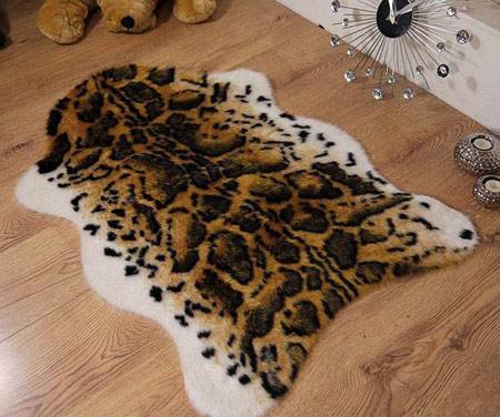 عکس هایی از مدل های فرش از پوست حیوانات