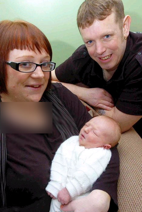 نوزادی عجیب با دو دندان بزرگ متولد شد (عکس)