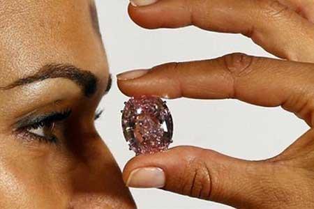 الماس ستاره صورتی رکورد جهان را شکست (عکس)