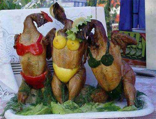 برهنه شدن عجیب سه زن در رستوران + عکس