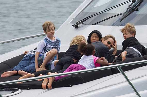 آنجلینا جولی و براد پیت خوشبخت ترین خانواده هالیوود هستند