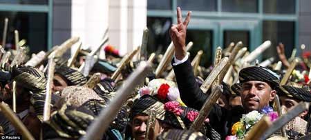 عکسهایی از ازدواج دو هزار داماد در یمن بدون عروس