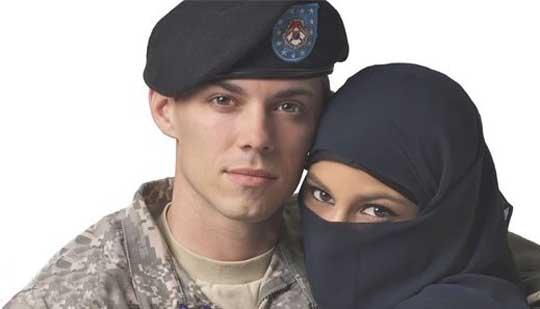 تبلیغ جنجالی دختر مسلمان و سرباز آمریکایی!!