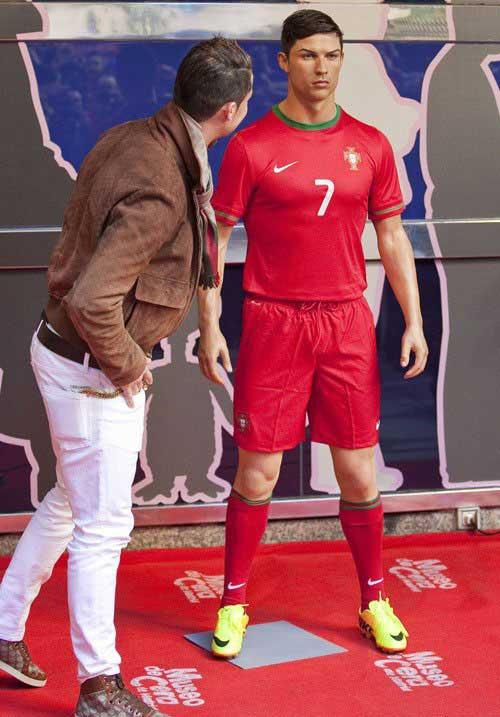 عکسهای جالب کریس رونالدو در کنار مجسمه مومی اش