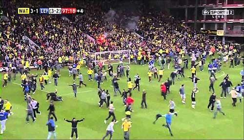 یک اتفاق جالب و نادر در فوتبال + عکس