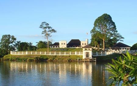 عکسهایی از قصر زیبای آستانا در مالزی