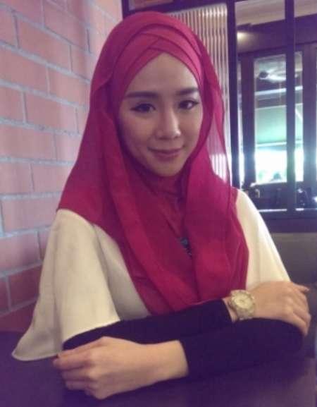 مانکن مالزیایی با حجاب شد (+عکس)