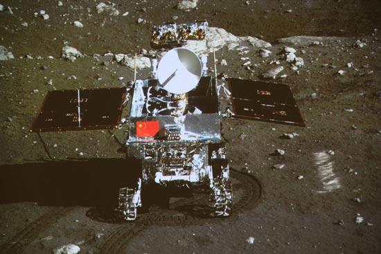 اولین روبات چینی در ماه (تصویر)