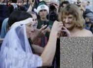 عروس و داماد برهنه در خیابان توسط پلیس دستگیر شدند