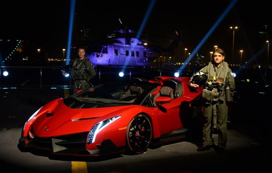 تبلیغ گران ترین اتومبیل لامبورگینی + عکس