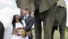 عروسی جالب این زوج عاشق سوژه جهانی میشود +عکس