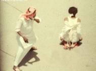 ضربه شلاق به خاطر شک در باکره بودن همسر (+عکس)