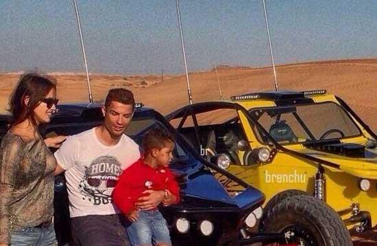 کریس رونالدو و نامزدش و پسرش در دبی (عکس)