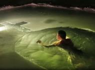 غسل در آب 17 درجه زیر صفر برای پاکسازی روحی (عکس)