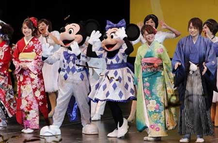 جشن بلوغ دختران و پسران 20 ساله در ژاپن (عکس)