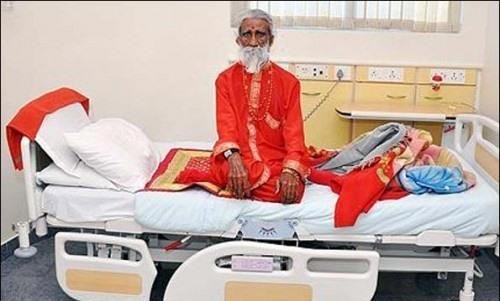 این مرد بیش از 70 سال است که چیزی نخورده است (عکس)