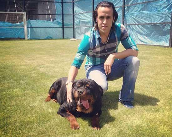 علی کریمی و سگ های زیبایش!! (عکس)