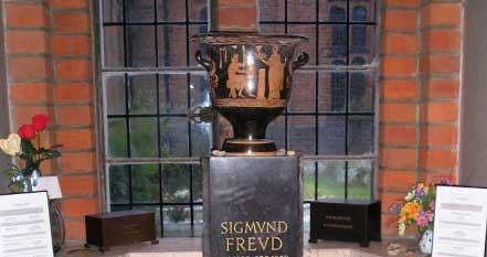 سرقت خاک جنازه زیگموند فروید