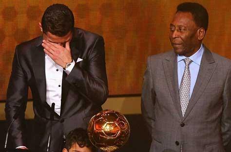 عکسهایی از اشک های رونالدو پس از بردن توپ طلا
